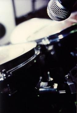 mikrofon przy perkusji